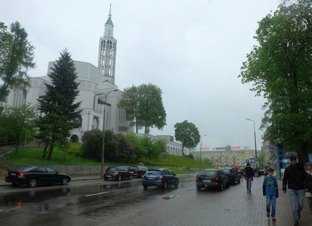 Budynki nie powinny być w tym miejscu wyższe niż znajdujące się tu obiekty handlowe. Nic nie powinno bowiem zakrywać kościoła św. Rocha.