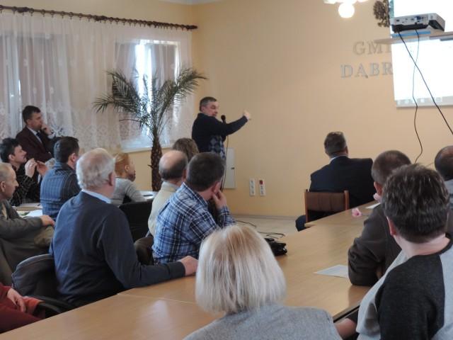 Mieszkańcy gminy Dąbrowa wzięli udział w konsultacjach na temat przebudowy drogi