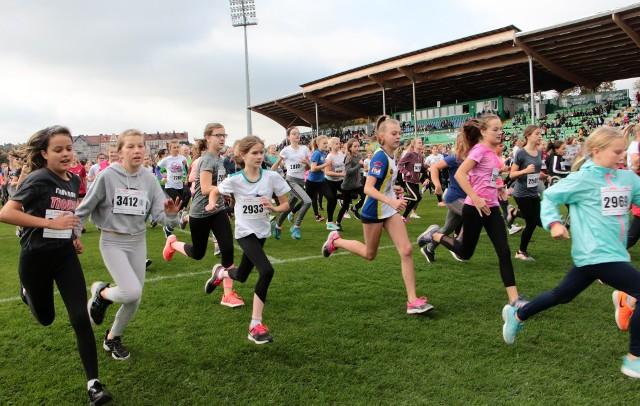 Międzynarodowe Biegi Bronisława Malinowskiego w Grudziądzu to wielkie święto biegaczy. W biegu ulicznym na 10 km udział wzięli dorośli. Natomiast tysiące młodych stanęło na starcie do biegów na dystansach dopasowanych do ich wieku.