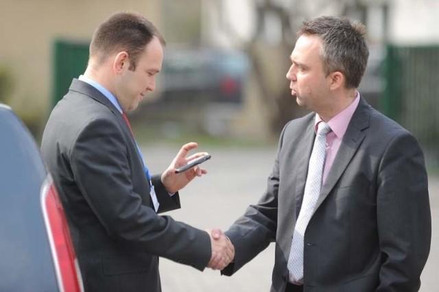 Tomasz Garbowski (z lewej) już czuje na plecach oddech Piotra Woźniaka, lidera wojewódzkiego SLD, który chce być jedynką na liście SLD do Sejmu i całkowicie zmarginalizować Garbowskiego.