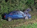 Wypadek na DK25 między Bobolicami a Porostem. Kierowca wypadł z auta przez szybę [ZDJĘCIA]