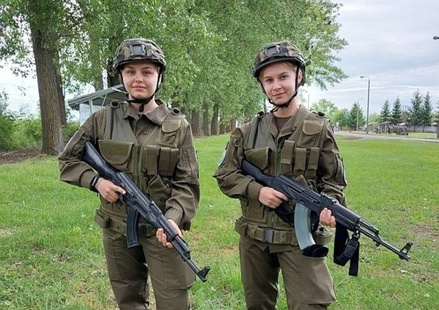 Podczas egzaminów kadeci z Kościelca zmierzyli się m.in. regulaminami, taktyką, posługiwaniem się bronią strzelecką, medycyną pola walki, terenoznawstwem, powszechną obroną przeciwlotniczą