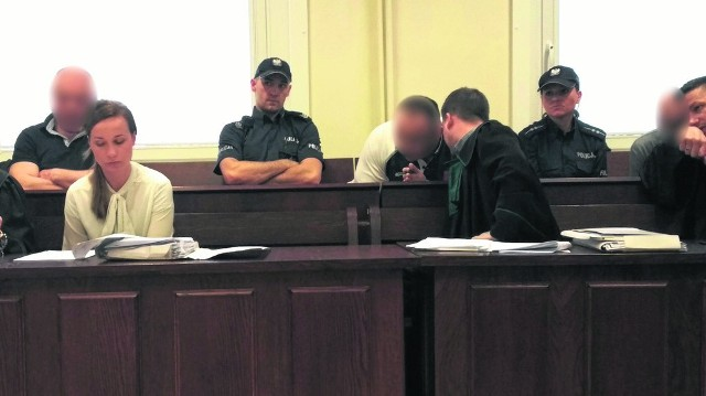 Oskarżeni mieli w czwartek złożyć wyjaśnienia
