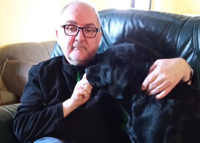 - W szpitalu w ciągu niecałych siedmiu tygodni straciłem 20 kilogramów, co częściowo udało się nadrobić - mówi Ryszard Rudnik. - Niestety, lekarze ciągle jeszcze każą mi spać pod tlenem. Po prawie trzech miesiącach od wyjścia ze szpitala tlenoterapia nadal jest dla mnie lekarstwem.