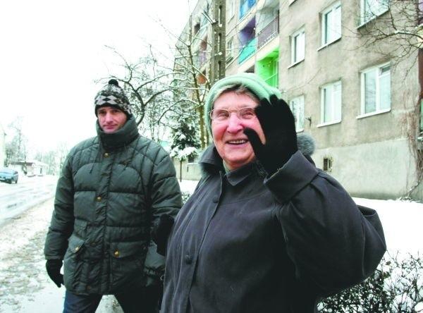Mnie na pewno tacy sąsiedzi nie będą przeszkadzać - mówi Janina Szczepanowska. - Ale skoro ja z 700 zł mogę robić wszystkie opłaty regularnie, to i oni powinni solidnie płacić.