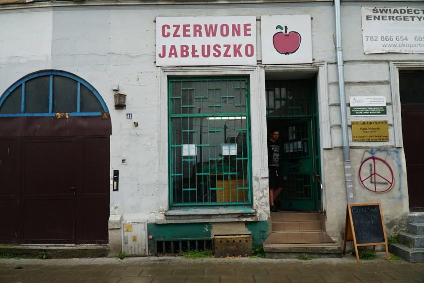 Czerwone Jabłuszko to sklep, w którym można znaleźć ok. 20...