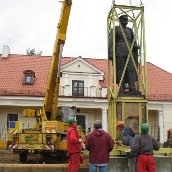 Pomnik Józefa Piłsudskiego miał być przeniesiony 11 sierpnia. Całą operację przyśpieszono o kilka dni