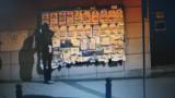 Jaworzno: Wywiesił nagie zdjęcia nastolatki na tablicy ogłoszeń w centrum miasta. Rozpoznajesz go? ZDJĘCIA