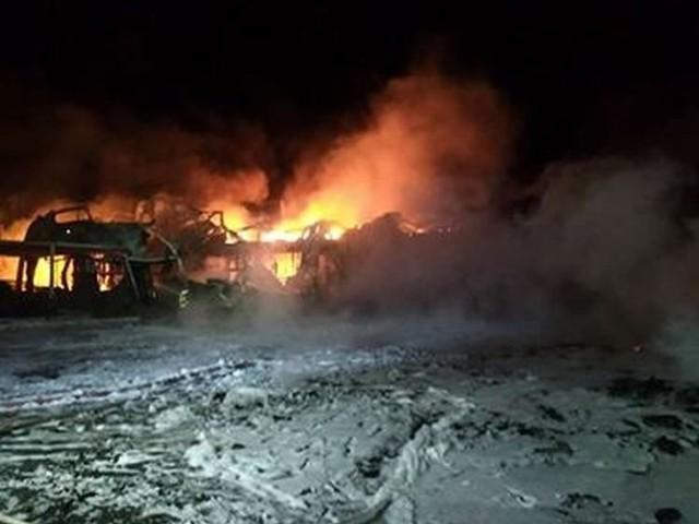 W nocy z środy na czwartek w płomieniach stanął obiekt grupy producentów owoców La-Sad w miejscowości Borzęcin koło Błędowa