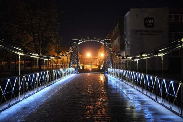 Zabytkowy most wiszący w Ozimku.