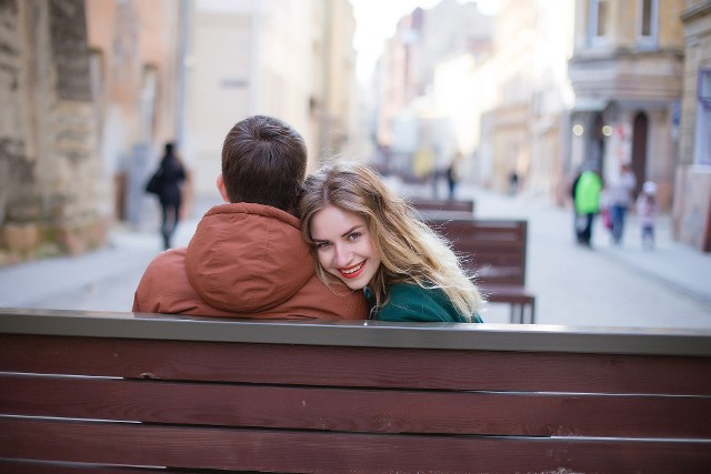 Walentynki to święto zakochanych obchodzone 14 lutego. Ten dzień pary starają się spędzić w szczególny sposób. W Łodzi możliwości jest sporo, na część walentynkowych imprez można zdecydować się w ostatniej chwili, nawet bez zapisów.Zobacz na kolejnych slajdach galerii jakie imprezy walentynkowe odbędą się w Łodzi w weekend 14-15 lutego. >>>>