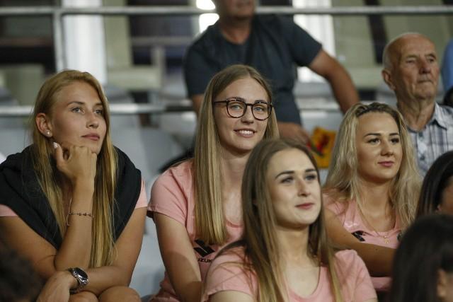 Wśród kibiców zebranych w piątek na Suzuki Arenie na meczu Korona Kielce - Skra Częstochowa znalazły się również piłkarki ręczne Suzuki Korona Handball Kielce. Zobacz ich zdjęcia z tego spotkania!