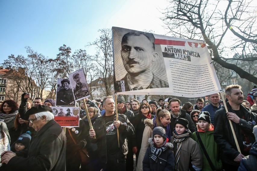 """Piotr Niwiński: - Jesteśmy na początku drogi. Nie należy sugerować się obecnym nagromadzeniem """"uroczystości ku czci"""", które skumulowane w jednym czasie, mogą nawet powodować przesyt"""