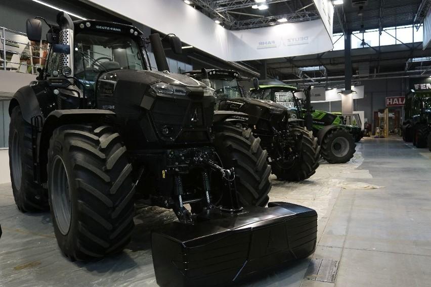 Znaczna większość firm już gospodaruje swoje stoiska w halach Targów Kielce. Wszystko musi być gotowe na piątek rano - o godzinie 10 rozpoczynają się targi rolnicze Agrotech. WSZYSTKO O PRZYGOTOWANIACH DO AGROTECHU I O WYDARZENIACH NA TARGACH NA KOLEJNYCH STRONACH>>>