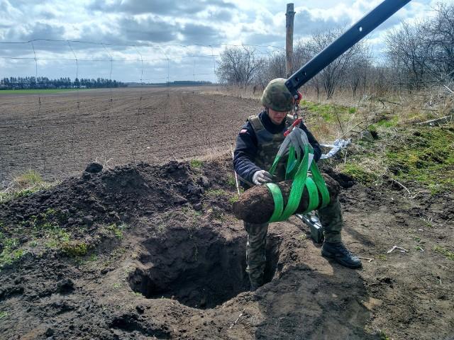 W ciągu niecałego miesiąca na terenie powiatów inowrocławskiego i mogileńskiego saperzy kilka razy usuwali niewybuchy, na które natrafiono podczas prac w ogrodzie, na polu i przy budowie ogrodzenia