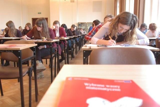 Uczniowie II LO z Gorzowa piszą maturę próbną