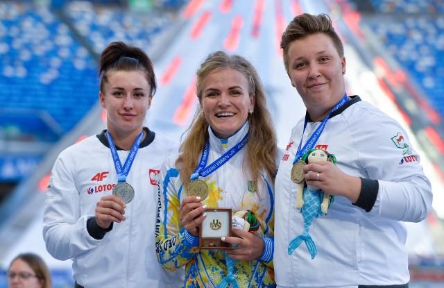 Malwina Kopron (od lewej) i Katarzyna Furmanek (od prawej) zdobyły medale 30. Letniej Uniwersjady w Neapolu
