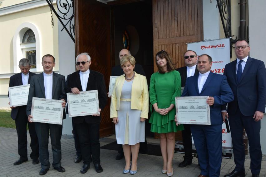 """13 września 2019 wręczone zostały certyfikaty """"Cenny zabytek z Mazowsza""""."""