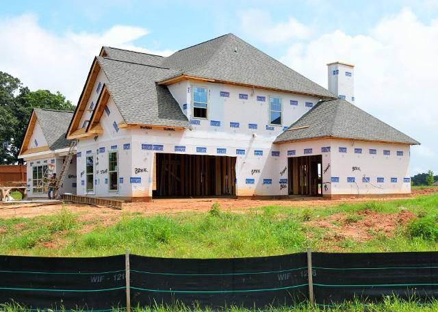 Polacy chętnie budują domy nawet mimo stale rosnących kosztów budowy.