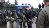 Łukaszenka z kałasznikowem w garści nie wystraszył Białorusinów. Może już liczyć tylko na OMON