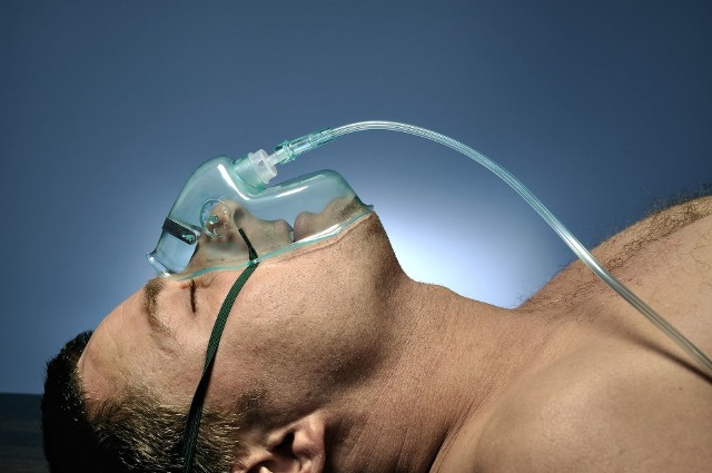 Powikłania neurologiczne COVID-19 najczęściej mają związek z niedostatecznym zaopatrzeniem organizmu w tlen