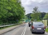 Wybierasz się w Bieszczady i nad Jezioro Solińskie? Musisz się liczyć z utrudnieniami na drodze. Dużo remontów i ruch wahadłowy