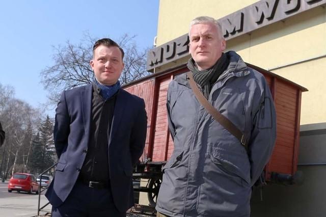 PiS i SLD razem. Radnego Krzysztofa Stawnickiego (z lewej) popiera Wojciech Koronkiewicz.