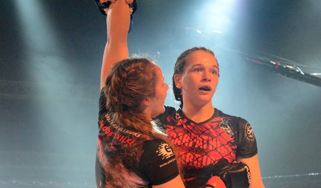Karolina Sobek ma na koncie kilka walk półzawodowych w MMA, a także jest posiadaczką pasa Carpathian Warriors, który wywalczyłą kilka miesięcy temu na gali w Rzeszowie.