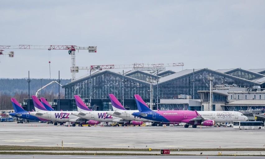 Uziemione samoloty na gdańskim lotnisku. Zakaz lotów na terytorium Polski przedłużony do 11 kwietnia [zdjęcia]