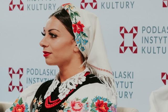 Dorota Rak jest solistką baletową w Zespole Mazowsze. Na konferencji (17 czerwca) w Spodkach PIK przyznała, że bardzo ludzi spotykać się z laureatami konkursu.