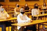 Koronawirus atakuje uczniów w szkołach w Częstochowie, Bielsku-Białej i Knurowie. Już 17 placówek w woj. śląskim pracuje zdalnie
