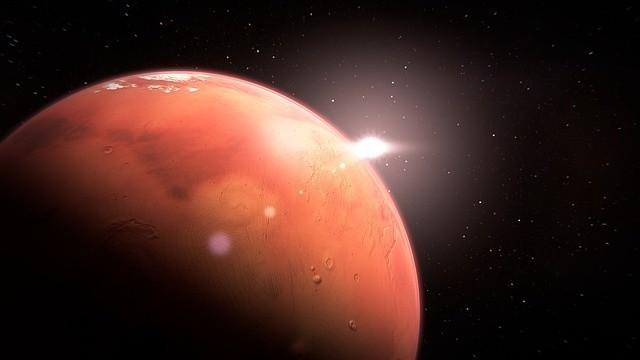 Mars najbliżej Ziemi od 15 lat! Kiedy można obserwować...