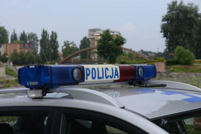 14 września około godziny 10 w Toruniu policjanci zauważyli mężczyznę, który na ich widok zaczął się nerwowo zachowywać