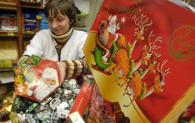 Mikołajkowe słodkości na stoisku cukierniczym Jaś i Małgosia w Domu Handlowym Alex.