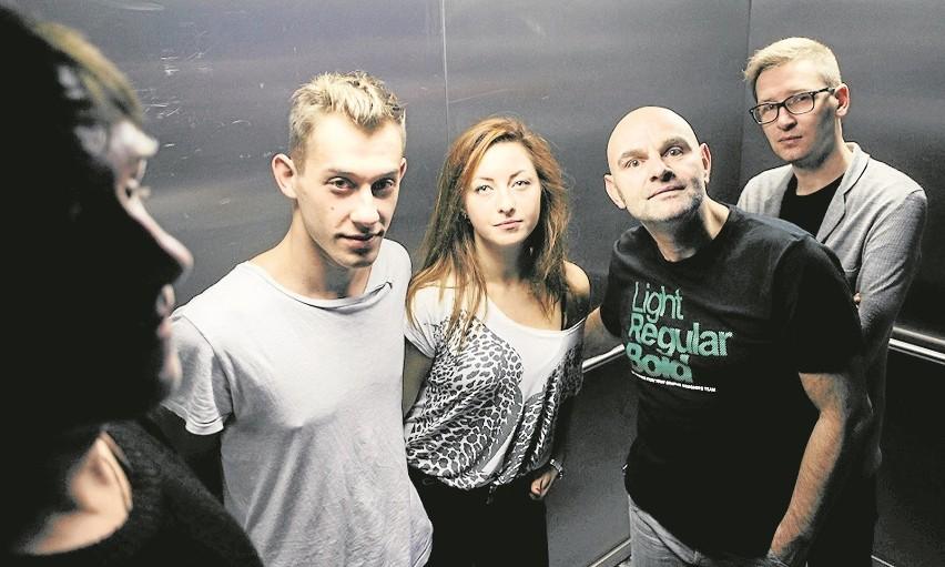 Jarosław Tumidajski (pierwszy od prawej) i jego aktorzy: Robert Ninkiewicz, Marta Herman i Marcin Miodek