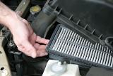 Wymiana filtra powietrza. Tania, ale ważna dla silnika