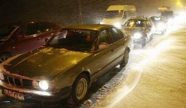 Pierwszy śnieg w województwie podlaskim. Będzie też deszcz i zamglenia. Trudne warunki pogodowe na drogach (wideo)