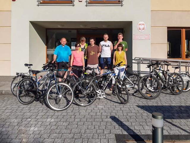 """Akcja """"Przypomnij rowerowi, gdzie pracujesz"""" w Oleśnie i Starym Oleśnie."""