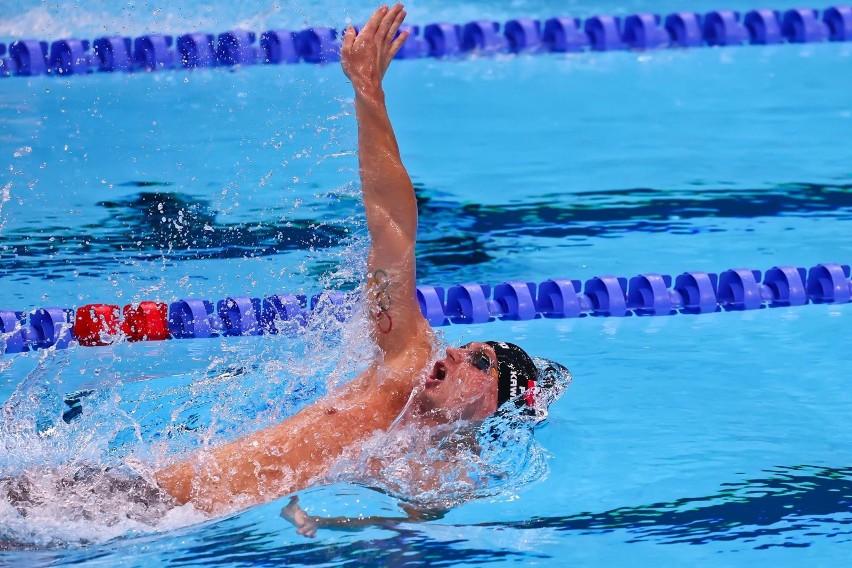 Radosław Kawęcki w finale 200 m stylem grzbietowym w Tokio...