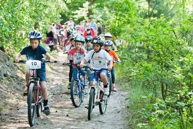 Rywalizacji najmłodszych triathlonistów towarzyszą równie duże emocje jak zmaganiom dorosłych