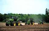 Ciągniki rolnicze używane - jakie marki wybierają rolnicy?