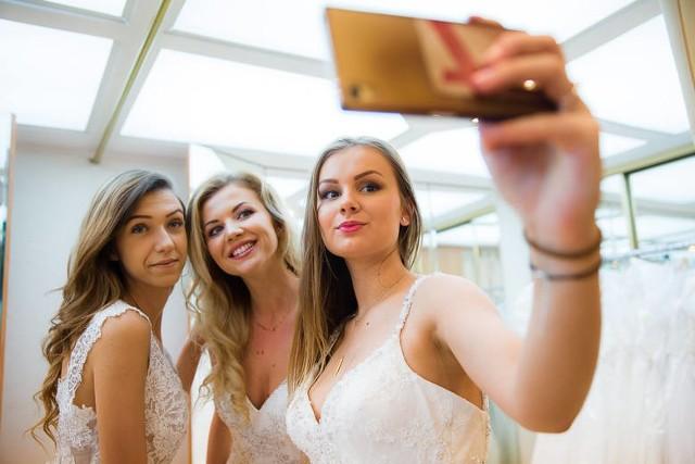 Prezentujemy wyniki naszej sondy na najlepszy salon sukien ślubnych w Białymstoku. Głosowanie trwało od piątku 16 marca do końca czwartku 22 marca. W sumie oddaliście w naszej sondzie 6802 głosów. Zobaczcie, które salony znalazły się na pierwszych pięciu miejscach. Na końcu artykułu znajdziecie pełne podsumowanie wyników sondy.