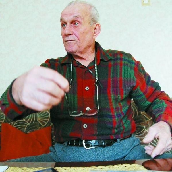 Jeżdżę samochodem od 45 lat. Bardzo długo robiłem to zawodowo i nigdy nie miałem wypadku - opowiada pan Teodor Klepacki z Białegostoku. - A teraz na stare lata takie historie.