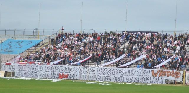 Fani ŁKS ze względu na zakaz wyjazdowy, mogą oglądać mecze swojej drużyny tylko na stadionie przy al. Unii