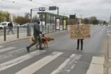 Blokada Mostu Królowej Jadwigi. Aktywiści z Extinction Rebellion Poznań chcą zwrócić uwagę na negatywne skutki zmian klimatycznych