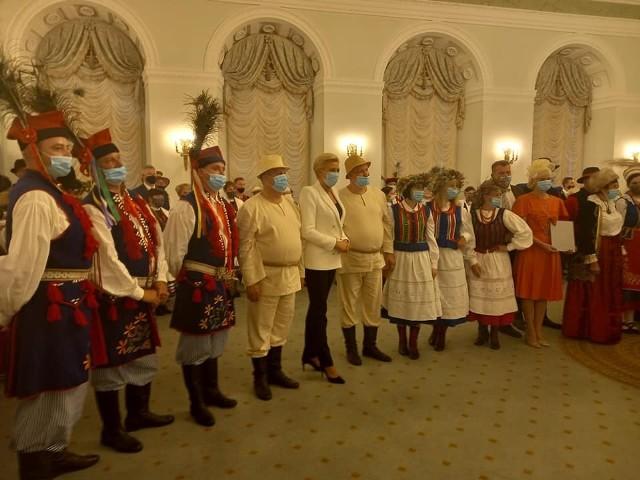 Zwycięska reprezentacja Koła Gospodyń Wiejskich Występy z Pierwszą Damą - Agatą Kornhauser-Dudą.