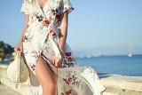 Sukienki na lato. Jakie są najmodniejsze? Zwiewne i długie sukienki midi i maxi będą absolutnym hitem na wakacje 2021! [ZDJĘCIA, TRENDY]