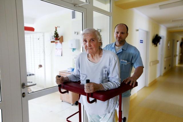 Zapotrzebowanie na opiekunów niemieckich seniorów będzie rosnąćJeśli polscy opiekunowie wyjadą, emeryci z Polski będą ewentualnie mogli liczyć na opiekunów ze wschodu np. Ukrainy