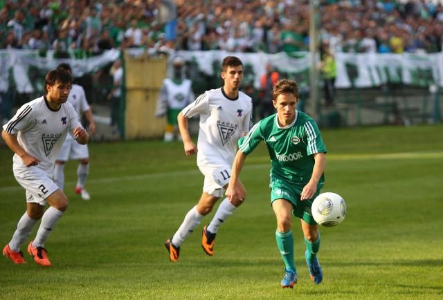 Po długiej przerwie z powodu kontuzji w zespole Radomiaka Radom w meczu z Górnikiem w Łęcznej zagra Krystian Puton (z piłką).