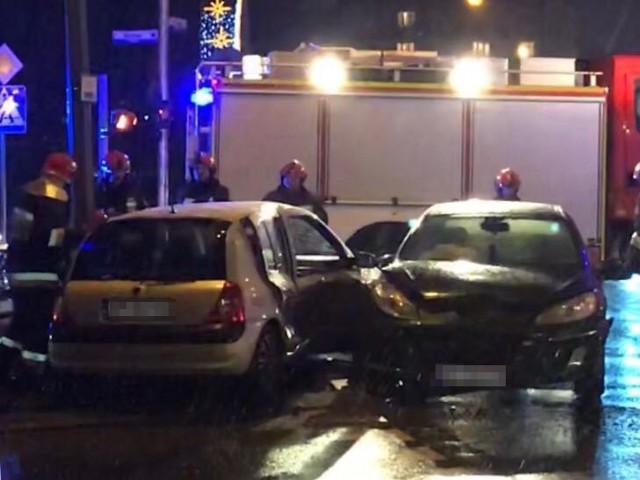 Na ul. Jagiellońskiej w Przemyślu doszło do zderzenia dwóch samochodów osobowych - peugeota i renault. W zdarzeniu nikt nie został ranny.ZOBACZ TEŻ: Dramatyczny wypadek na obwodnicy Przemyśla. Kierowca opla spadł z wiaduktu